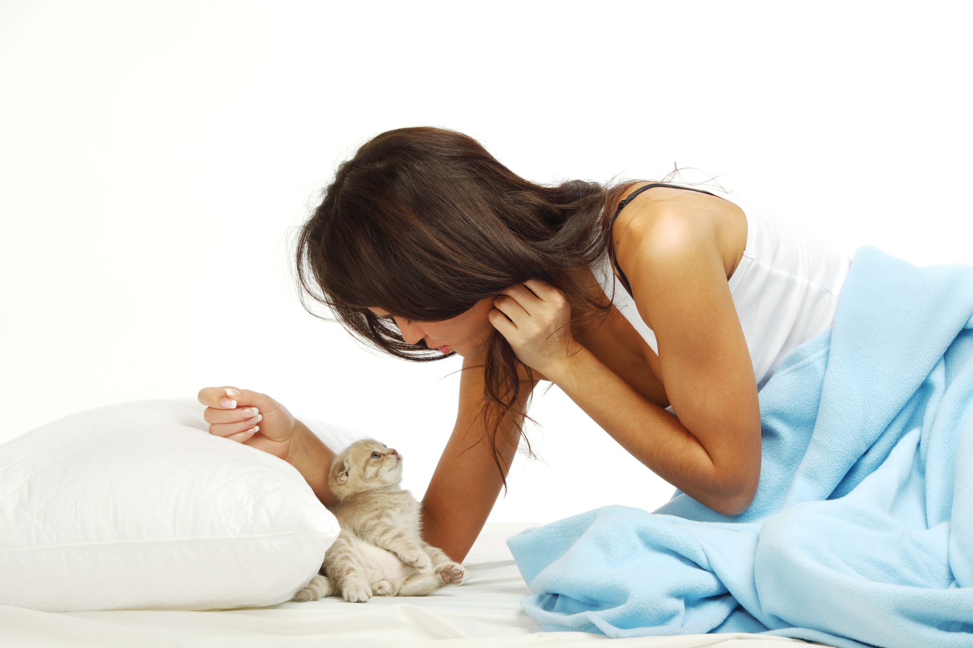 owner-sleeping-with-cat